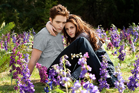 1345153361_kristen-stewart-robert-pattinson-article