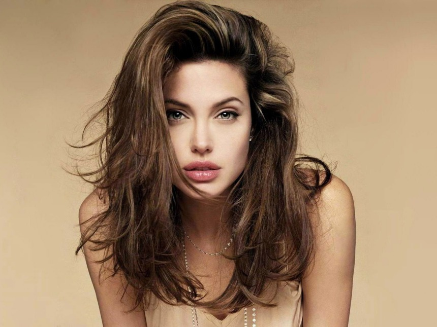 Angelina-Jolie-Hollywood-Celebrity