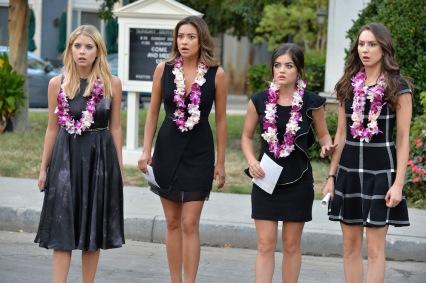 Outfit escolhido para o funeral da Mona