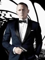 """Em 2012 Daniel Craig comemora 50 anos de James Bond daí merece um fato especial de nome Midnight, foi no filme """"Skyfall"""""""