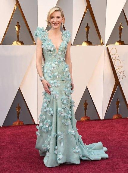 O MELHOR: Cate Blanchett é a deusa da passadeira vermelha, e se há alguém que consegue utilizar um vestido azul florido, é ela.