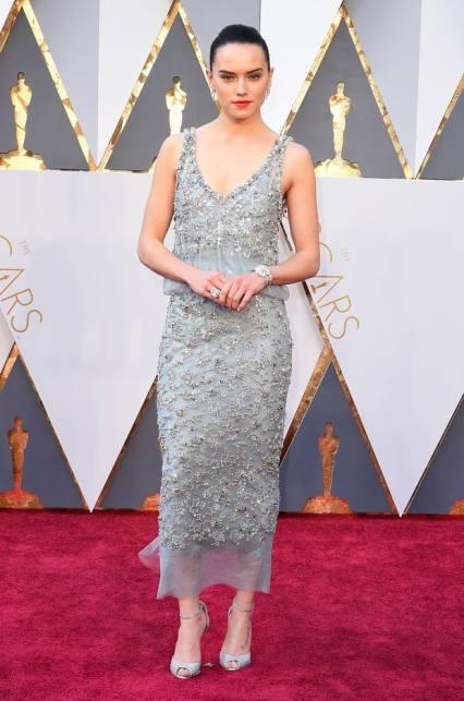"""O PIOR: Daisy Riddley, o vestido não é muito mau, mas acho que não joga bem com a estrela de """"Star Wars"""". Devia optar por um look mais jovem e um vestido digno de gala."""