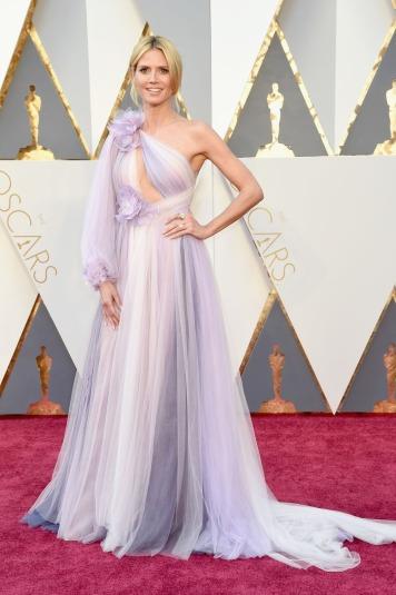 O PIOR: Heidi Klum, apesar de super-modelo o seu gosto pela roupa tem falhado redondamente. Com um tecido esvoaçante, não lhe assenta nada bem.