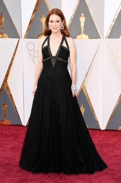 O MELHOR: Julianne Moore está linda, apesar do estilo do vestido repetido.