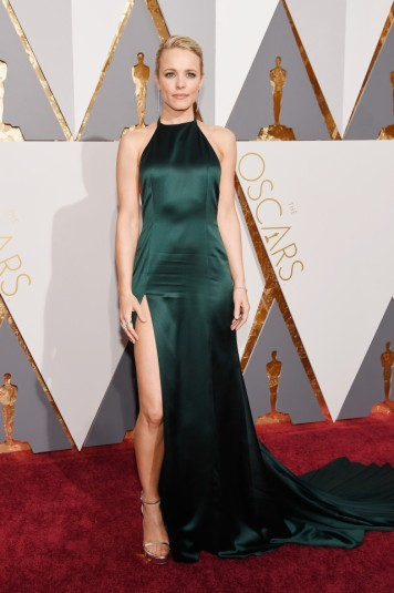 """O MELHOR: Rachel McAdams, a canadiense estrela do filme """"Spotlight"""" escolheu um vestido do estilista August Getty Atelier."""