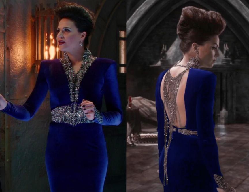 """Este vestido azulão tem um """"q"""" de requinte. De costas abertas e um colar elegante. Adequa-se que nem uma luva a Lana."""