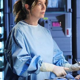 """Em """"Anatomia de Grey"""" a atriz Ellen Pompeo foi mãe, mas para esconder a gravidez a sua personagem foi submetida a uma cirurgia para salvar o pai."""