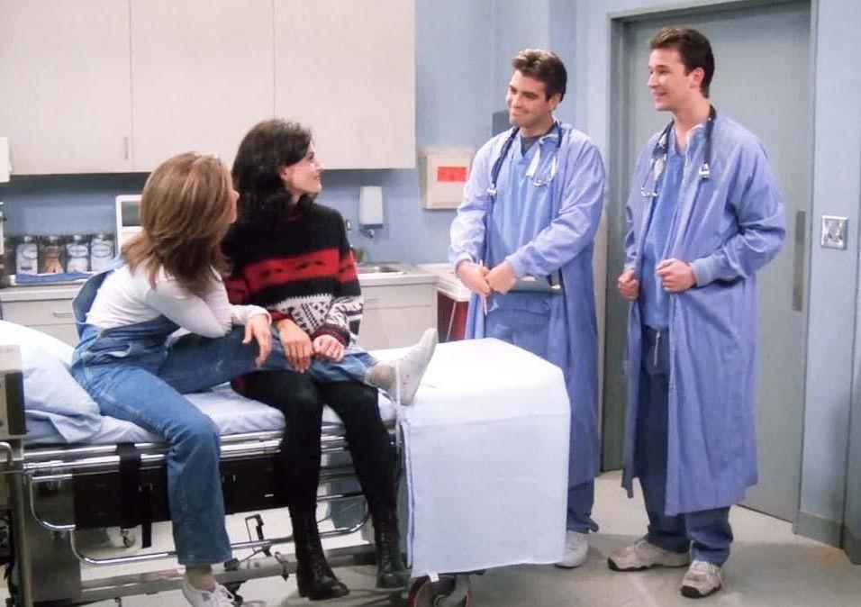 """George Clooney voltou a ser a sua personagem em """"E.R."""" juntamente com o seu colega Noah Wyle durante a 1ª temporada"""