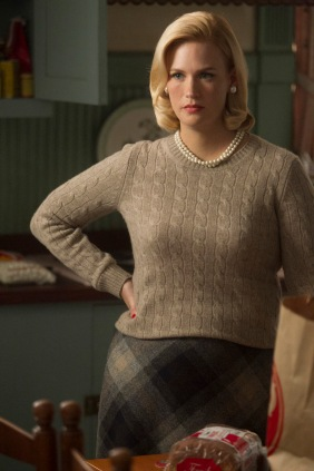"""Os argumentistas da série """"Mad Men"""" contornaram a gravidez da atriz January Jones na 5ª temporada com o aumento de peso da personagem."""
