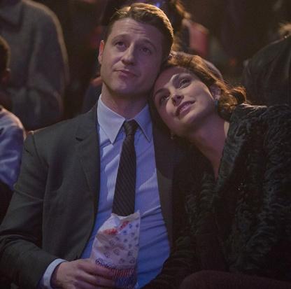 Neste caso foi a fição que se tornou realidade. Morena Baccarin e Ben Mckenzie apaixonaram-se na vida real. Em Gotham também a personagem Lee engravidou.
