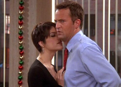 Selma Blair esteve presente na 9ª temporada. Ela era colega de trabalho de Chandler e começa a namorisca-lo durante os feriados.