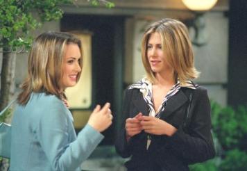 Winona Ryder era melhor amiga de Rachel na faculdade. Durante a temporada 7 percebemos que depois de uma noite a beberem juntas, as amigas beijaram-se.