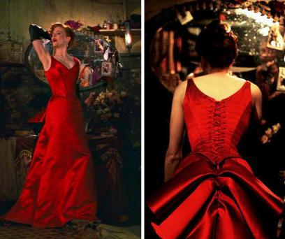 Este foi o vestido mais cobiçado do filme. Vermelho desperta a atenção, além disso os folhos atrás fazem toda a diferença.
