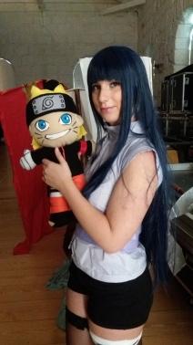 Hinata com o Naruto (peluche que se tornou a substituição de um colega que não conseguiu comparecer)