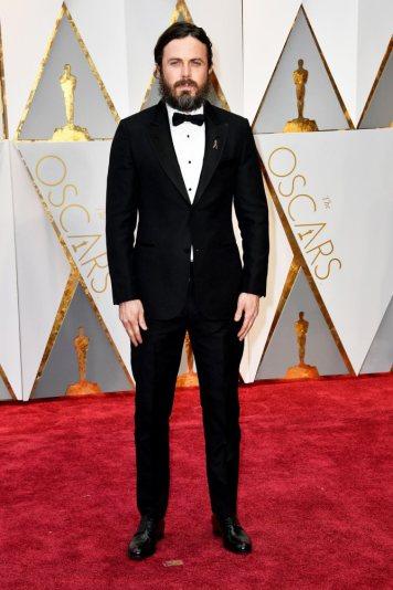 Querido Casey Affleck por favor lembre-se de ser homenzinho e de arranjar a barba de vez em quando. Parece um eremita, cá para mim esteve meses sabático a fazer rezas para conseguir o óscar. Pelo menos valeu a pena, conseguiu.