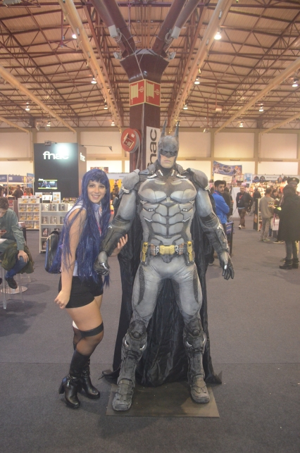 Cosplay Hinata de Naruto The Last Movie com a figura do Batman