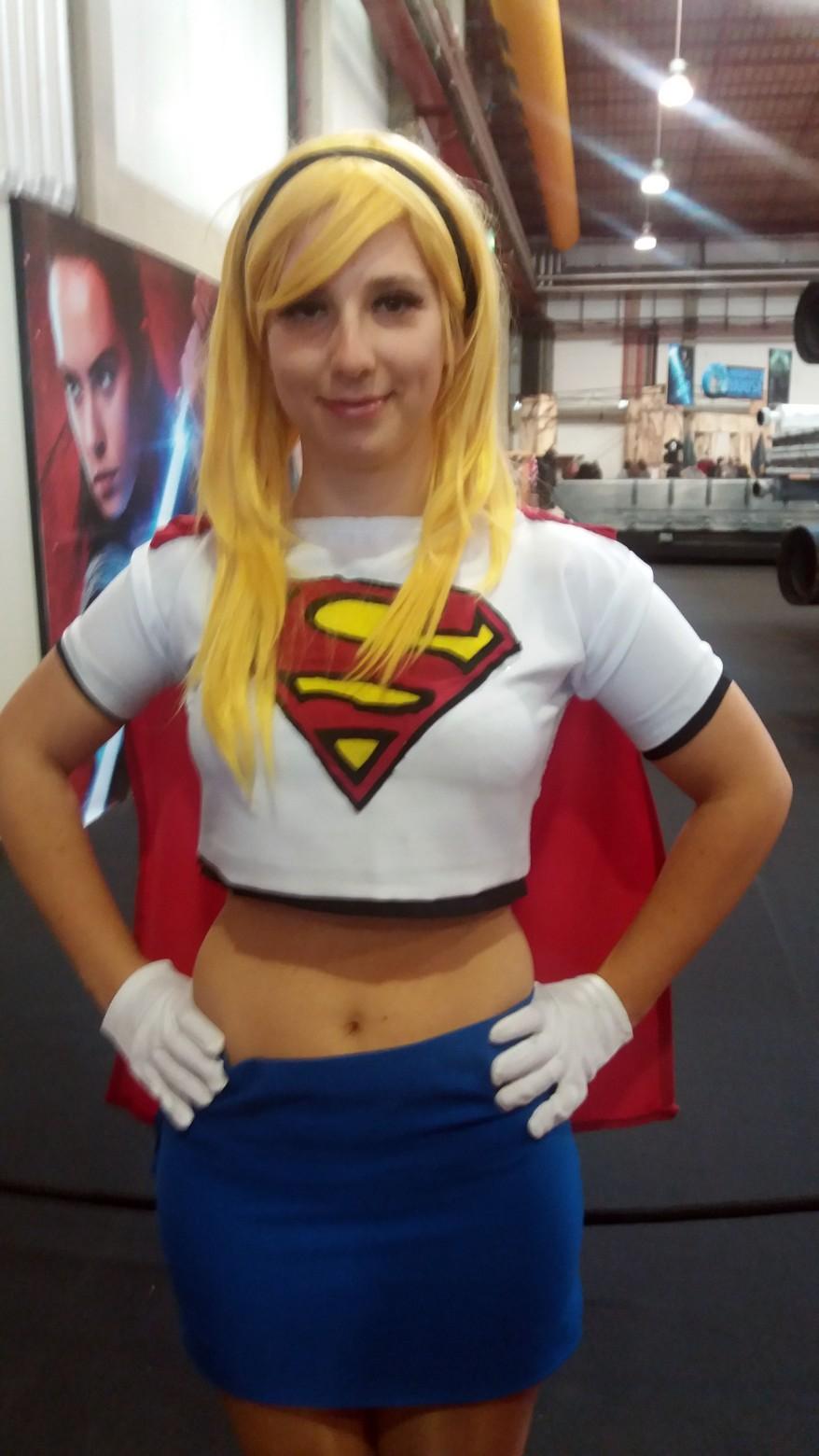 Cosplay de Supergirl da Liga da Justiça