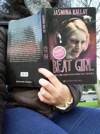 "Review livro ""Beat Girl"""