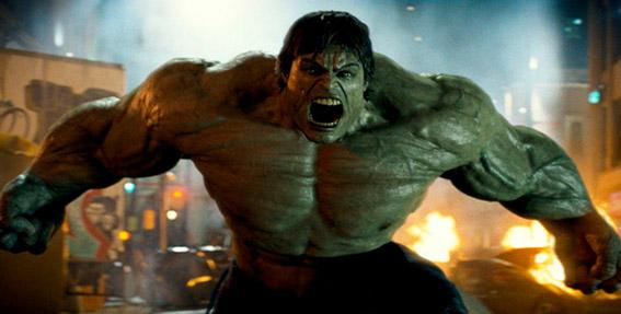 """No segundo filme dos estúdios, em 2008, conhecemos um tipo com problemas de raiva. """"O Incrível Hulk"""" é interpretado por Edward Norton num filme completamente dedicado ao herói. Por motivos de agenda, Norton foi substituído por Mark Ruffalo nos filmes seguintes."""