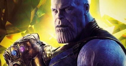 """Apesar de não ter sido a primeira vez a marcar presença num filme da Marvel, foi em """"Guardiões da Galáxia"""" que conseguiu mais destaque. Descobrimos que é esta personagem que ambiciona por todas as pedras do infinito. O seu motivo é muito claro: a salvação do Universo. Contudo ter o poder das seis pedras do infinito pode ser bastante perigoso e abusivo. Percebemos também que Thanos é o pai adoptivo de Gamora, elemento do grupo """"Guardiões da Galáxia"""" e de Nebula. Este vilão é considerado como das personagens mais poderosas do Universo Marvel e por isso o mais temível. Vai ser interessante vê-lo finalmente a lutar."""