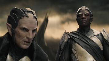 """Em 2013, no filme """"O Mundo das Trevas"""" Thor regressa à Terra para salvar Jane de uma maldição criada por uma entidade chamada de Aether. Descobre que os usuários são os Dark Elves, que pretendem destruir mundos. A força encontrada em Aether corresponde à Pedra da Realidade. Na cena pós-créditos é apresentado o paradeiro da Pedra. O """"Colecionador"""" recolhe o objecto após dois guerreiros de Asgard lhe entregarem. Afinal lá no Planeta já se encontra em segurança máxima a Tesseract. Seria difícil manterem sob protecção duas pedras do infinito."""