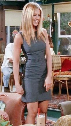 Neste vestido básico e com corte justo, não fica nada mal à atriz. Indicado para várias situações.
