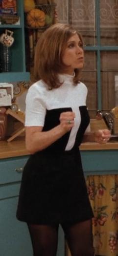 Este vestido é bastante divertido. Um conjunto básico de preto e branco que apresenta um corte bastante interessante.
