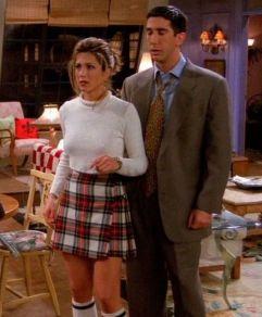 Na primeira temporada Rachel ficou em casa a cuidar do Marcel ( o macaco do Ross) a sua combinação de roupa era uma camisola quente mas curta na cintura com uma saia estilo colegial com meias altas e sapatilhas.