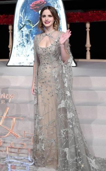 """Com um lindo vestido da Elie Saab para apresentação do filme """"A Bela e o Monstro"""" em Shangai."""