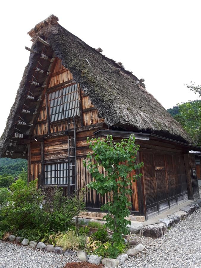 As casas típicas de Shirakawa. Feitas em madeira e com um telhado muito típico.