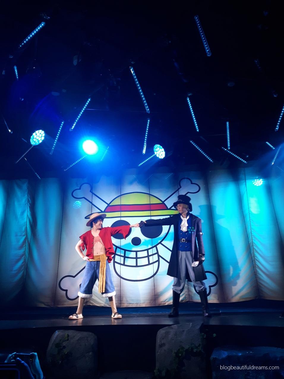 Espectáculo ao vivo com as personagens de One Piece